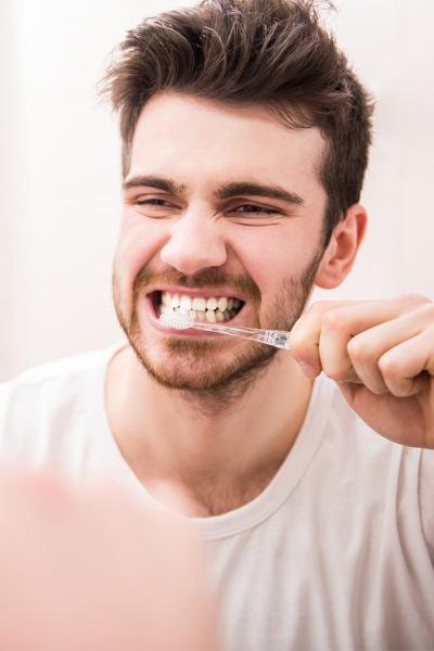 hygiène dentaire pour avoir les dents blanches rapidement