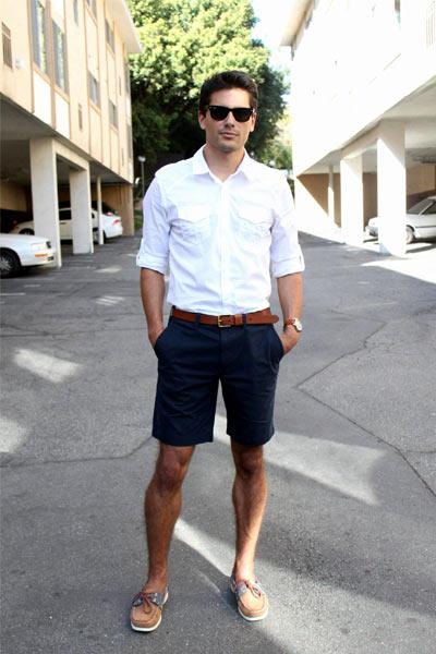 comment s'habiller quand il fait chaud, look homme avec un short en chino
