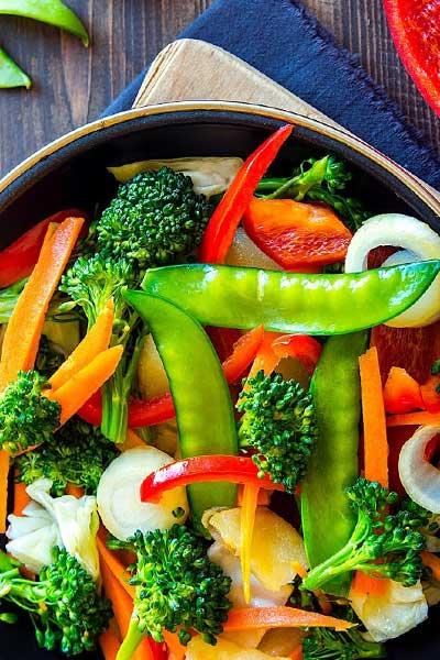 plat de légume coloré lutter contre la fatigue