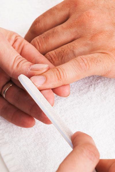 soin des mains homme lime à ongle