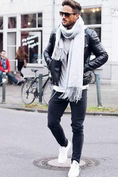 s'habiller quand il fait froid homme écharpe en laine et perfecto en cuir