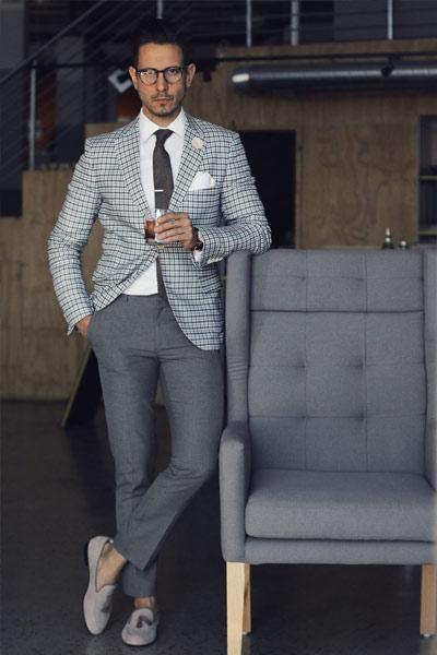 look classique homme pantalon de costume gris et blazer
