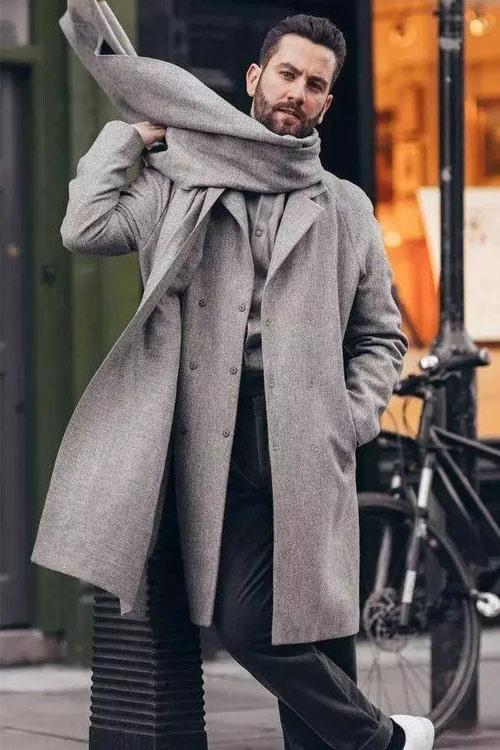 porter une écharpe homme avec un manteau gris