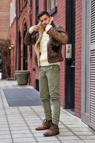look homme combat boots et pantalon kaki