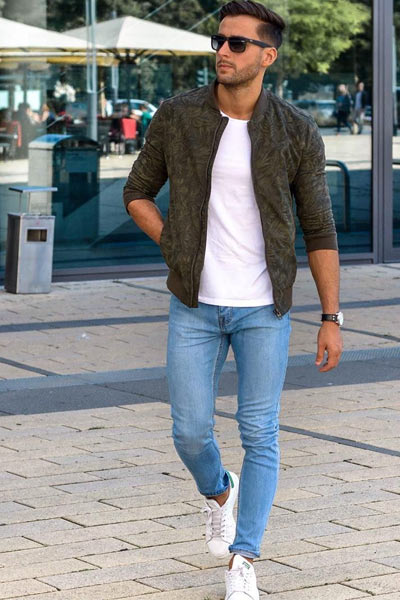 porter des baskets banches homme avec un jean