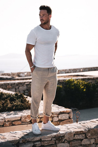 tenue casual homme chino et t-shirt
