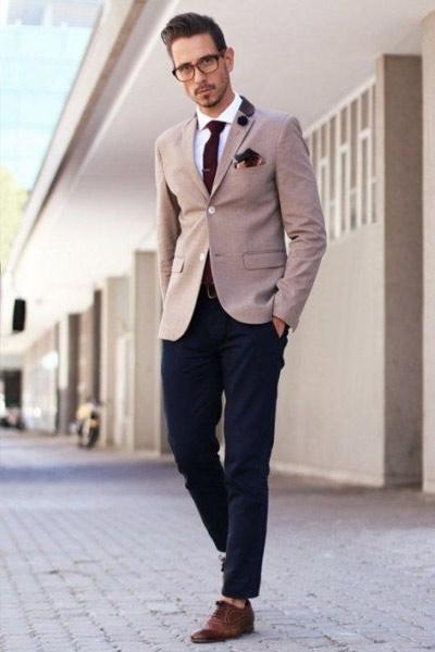 tenue classique homme chino chemise et blazer