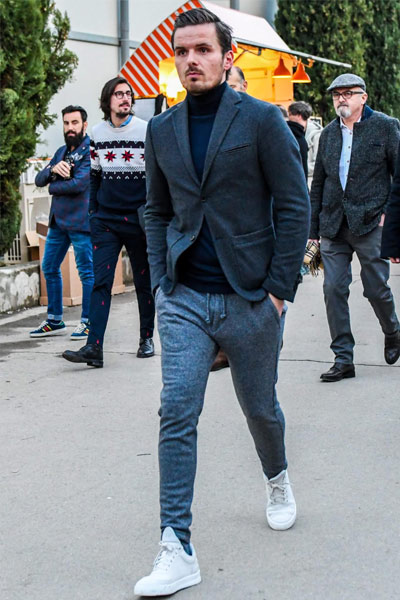 tenue habillée homme jogpant, col roulé et blazer