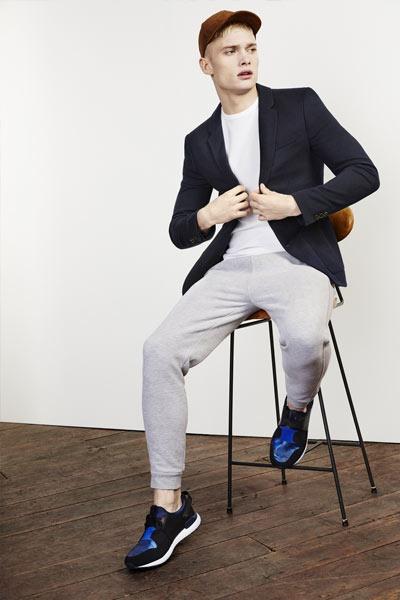 tenue homme blazer et joggpant gris