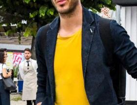 porter t-shirt coloré homme