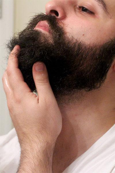 utiliser l'huile de jojoba pour la barbe