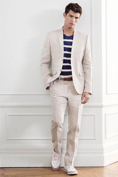 tenue casual homme avec une costume beige
