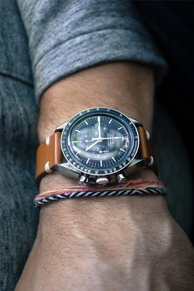 montre chronographe avec bracelet en cuir