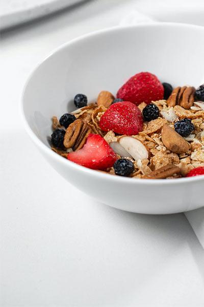 petit déjeuner protéiné avoine et fruits