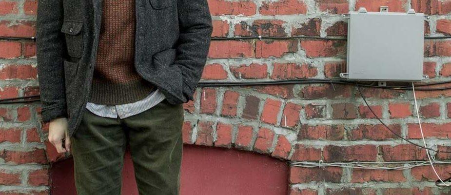 porter pantalon en velours homme