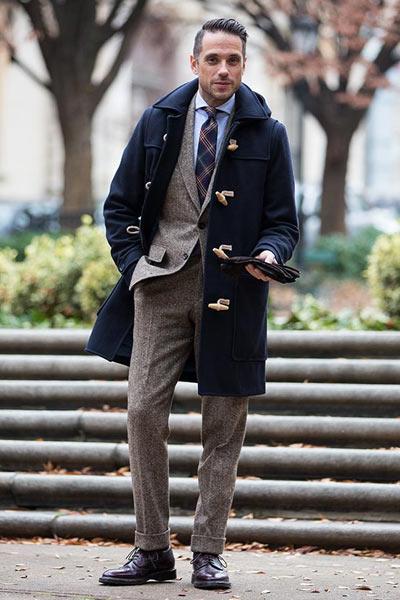 porter un duffle coat avec un costume