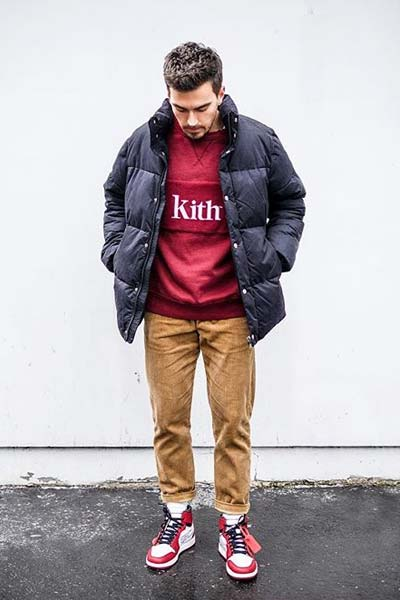 tenue streetwear avec un pantalon en velours