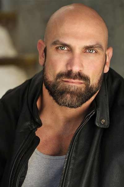 barbe complète homme chauve