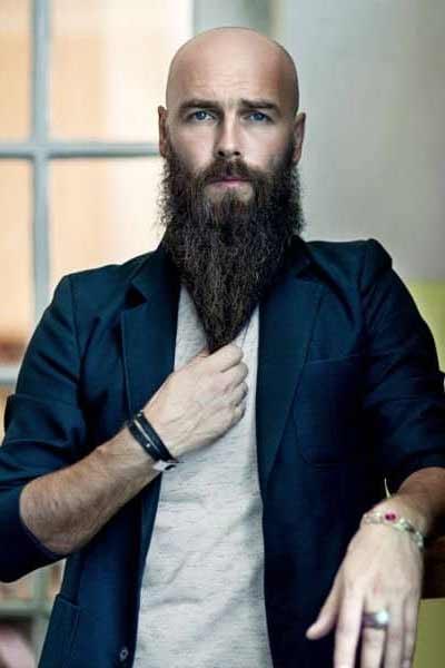 barbe longue homme chauve