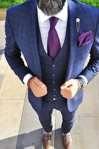 costume bleu à carreaux et mocassin marron