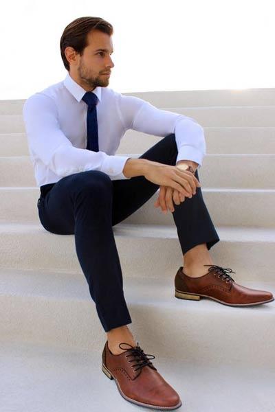 derby chaussures porter avec un costume