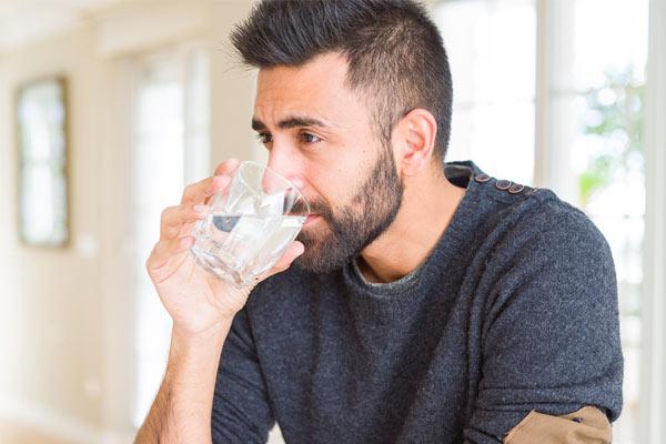 remède contre la gueule de bois boire de l'eau