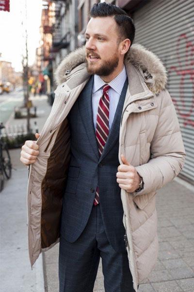 parka homme avec un costume