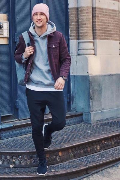 sweat à capuce gris tenue sportswear