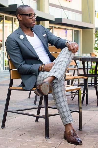 tenue casual chic homme pantalon à carreaux