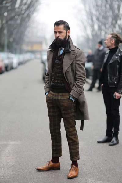 porter pantalon à carreaux homme