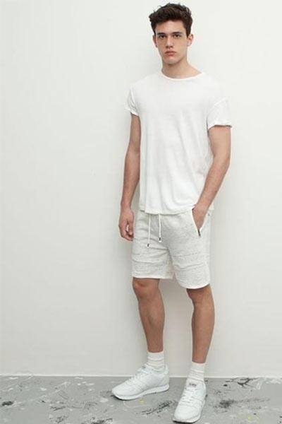tenue homme short et chaussette montante