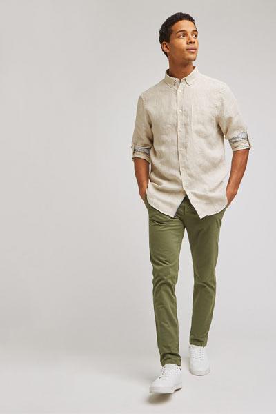 tenue homme chemise en lin et chino kaki