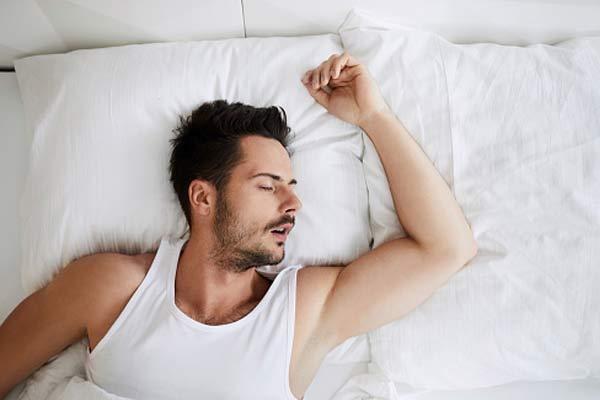 bien dormir pour avoir une érection plus forte