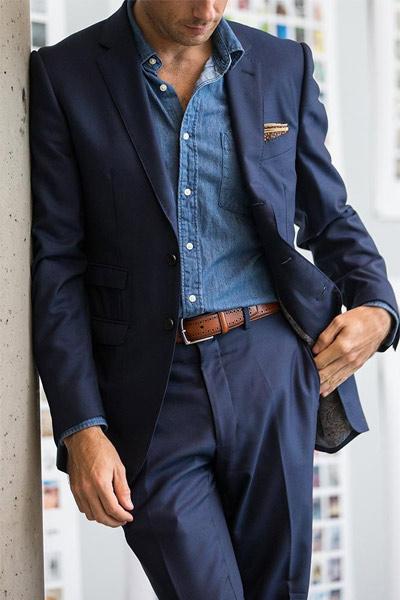chemise en chambray avec costume bleu marine